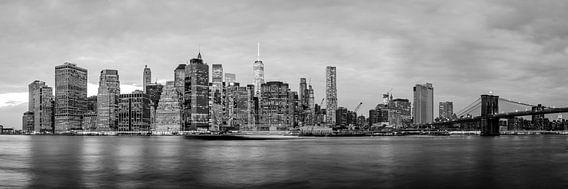 New York Skyline Panorama 2 van Thomas van Houten