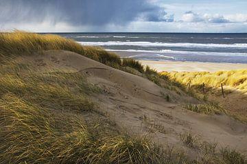 Regenwolken boven de Noordzee van Martijn van Huffelen