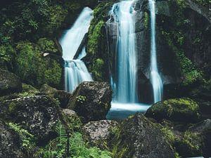 Waterval met stenen van