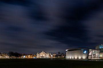 Avondklok in Amsterdam - Museumplein van Renzo Gerritsen