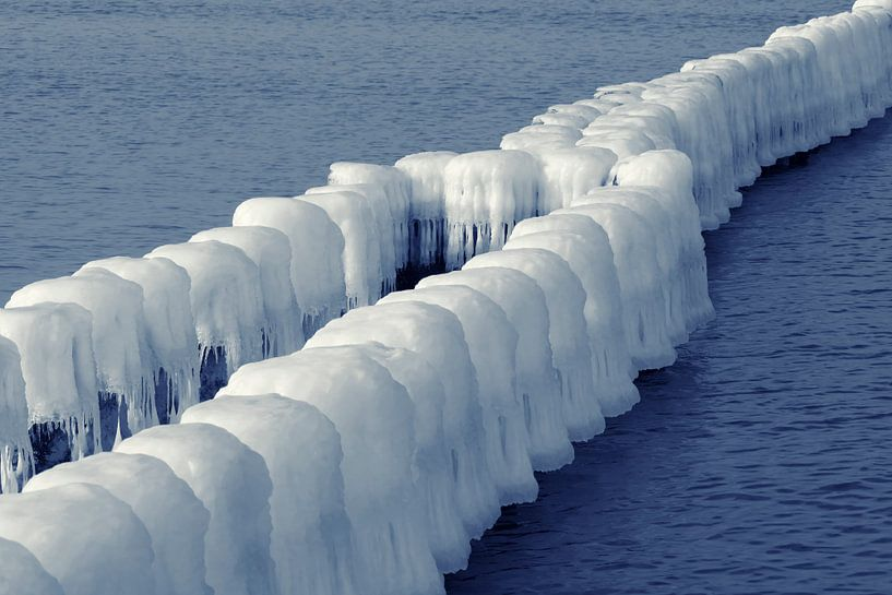 Ice-covered Groins van Jörg Hausmann