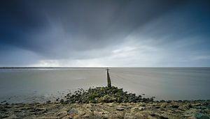 Storm en bewolking langs de kust