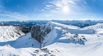 Panoramisch uitzicht over het Kleinwalsertal en de Allgäuer Alpen van Leo Schindzielorz