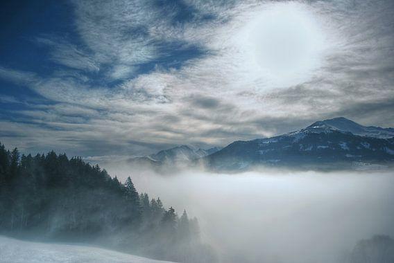 Misty Mountains van Cas van den Bomen