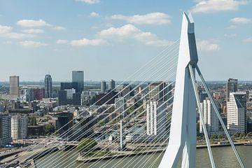 Rotterdam durch die Spitze der Erasmus-Brücke von MS Fotografie | Marc van der Stelt