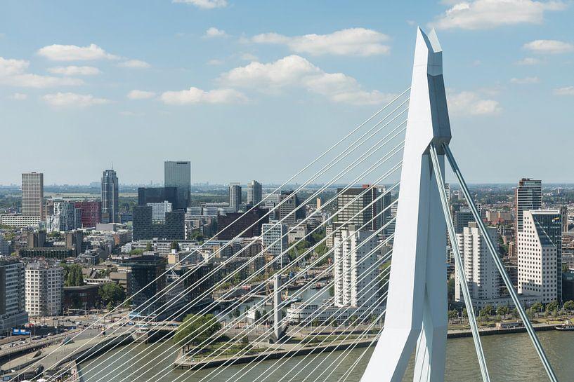 Rotterdam door het topje van de Erasmusbrug  van MS Fotografie | Marc van der Stelt