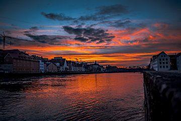Regensburg 's avonds met zonsondergang op de Donau van Thilo Wagner