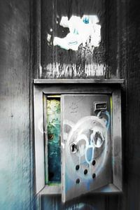 Plaka -  leaving postbox