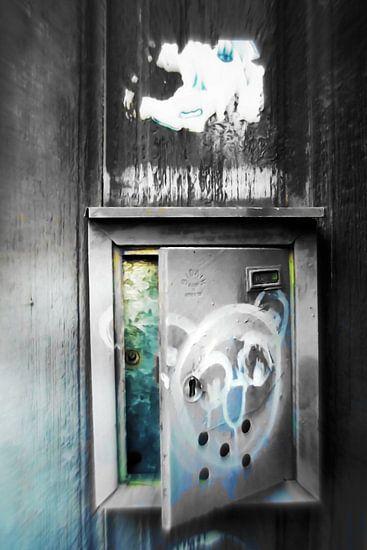 Plaka -  leaving postbox  van Pia Schneider
