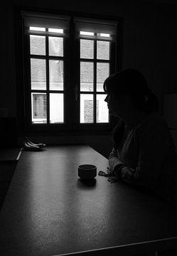 Tee am Fenster von Elisa Sánchez Correa