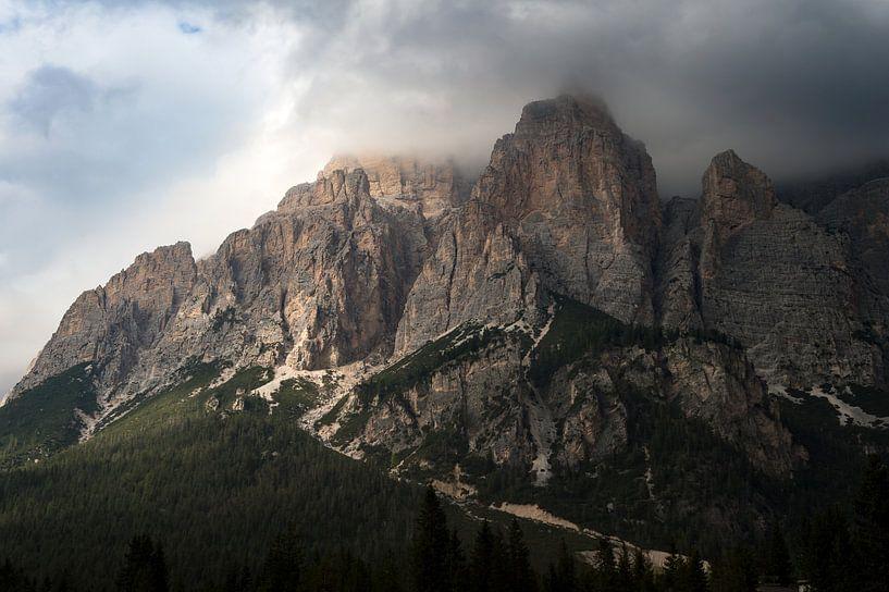 Grillige bergtoppen van de Dolomieten van Wim Slootweg