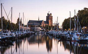 Blick auf die große Kirche in Dordrecht von Duane Wemmers