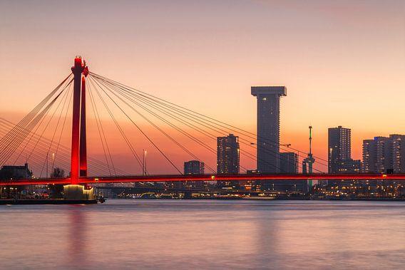Willemsbrug bij zonsondergang