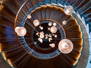 Spindeltreppe und Lampen bei Heal's, London von Teun Janssen