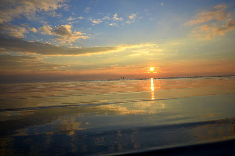 Ameland/Zonsondergang  van Rinnie Wijnstra