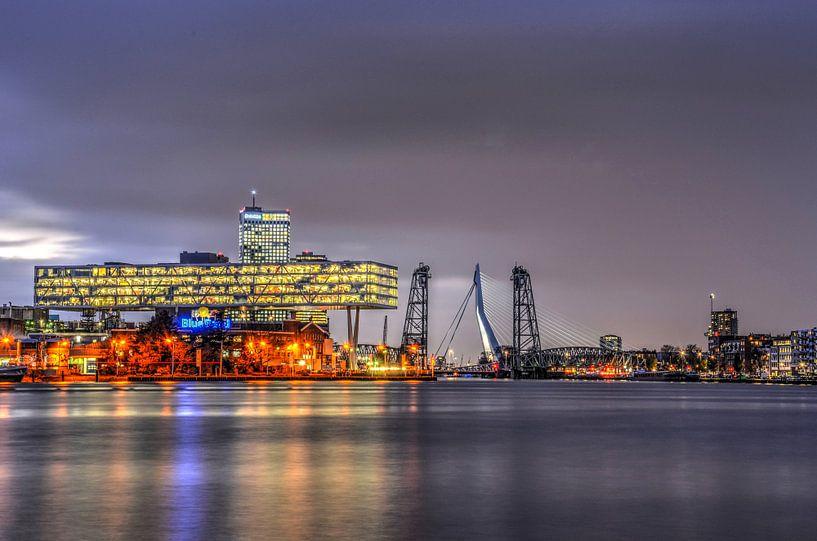Rotterdamse bruggen bij avond van Frans Blok