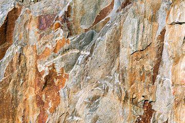 stenen wand in steengroeve in portugal