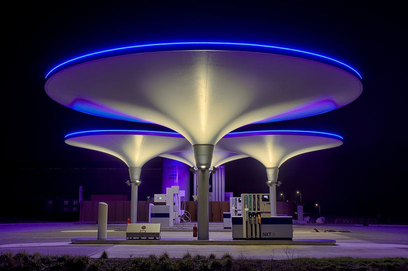 Tankstation NXT van Peter Bolman