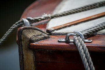 Oude Zeilboot met Touwen van Jan van Dasler