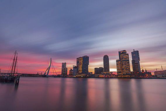 Horizon de Rotterdam au lever du soleil