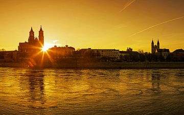 Maagdenburg bij zonsondergang van Frank Herrmann