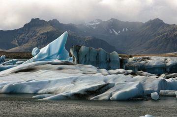Icebergs in glacial lake sur Louise Poortvliet