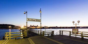 Seebad Binz auf der Insel Rügen am Abend von Werner Dieterich