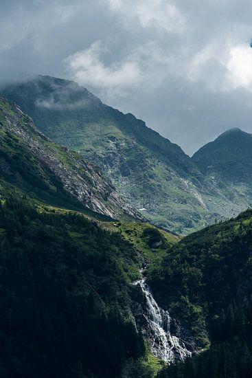 Waterval in de Karpaten van Sander Strijdhorst