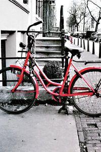 Rode fiets - Amsterdamse grachten van Lucas Harmsen