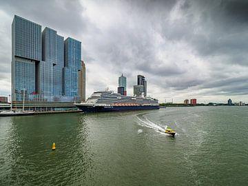 Blick von der Erasmus-Brücke in Rotterdam von Luc de Zeeuw
