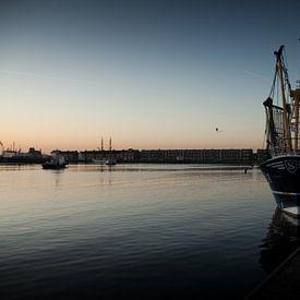 een vissersboot in de haven van Vlissingen van Desiree Meulemans