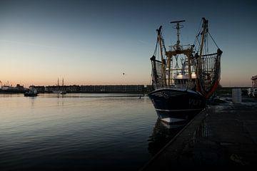 een vissersboot in de haven van Vlissingen