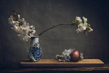 Delfter Blau mit Apfelblüte von Joey Hohage