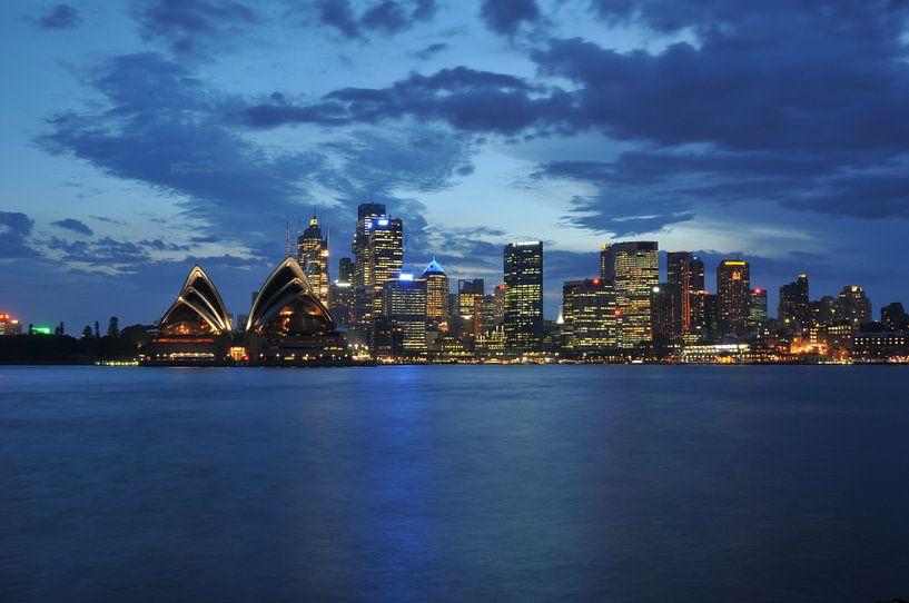 Sydney Skyline by night van Diederik De Reuse