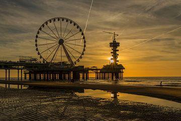 ferris wheel on the beach sur Renate Oskam