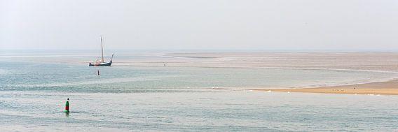 Bateau à voile sur les vasières sur Roel Ovinge