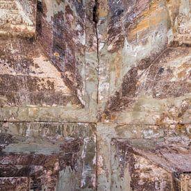 Kruis, verbinding in plafondgewelf van een tempel, Cambodja van Rietje Bulthuis