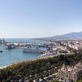 Aperçu du port de Malaga en Espagne sur Marianne van der Zee