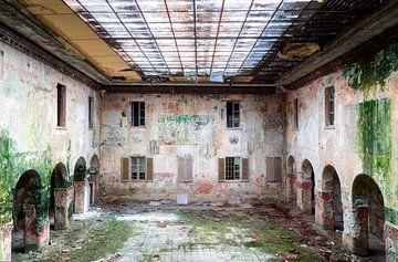 Verlaten School in Verval. van Roman Robroek