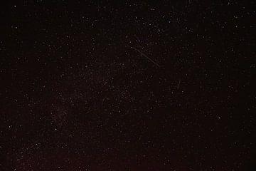 Sterrenhemel met vallende sterren van Marcel Ethner
