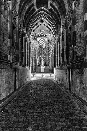 Onder de Domtoren van Utrecht van