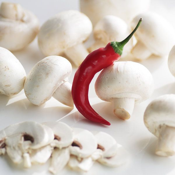 verse champignons met rode chili