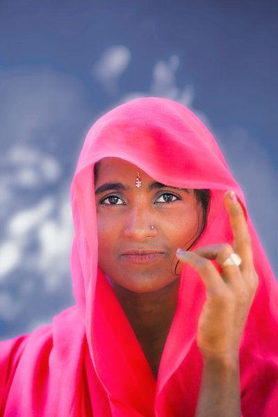 Inde, près de Jaipur, Rajasthan. Portrait de femme. sur Frans Lemmens