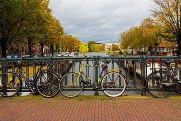 Fiets in Amsterdam van Kevin Nugter