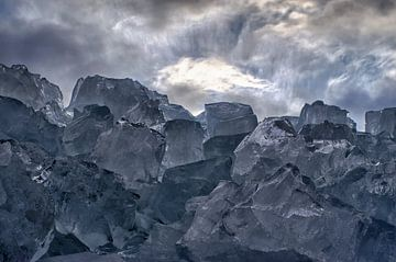 Bergen met ijsblokken,mooie lucht. van foto-fantasie foto-fantasie