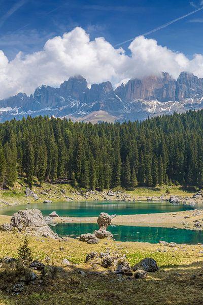 Lake Carezza and mountain range van Melanie Viola