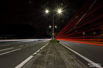 Lightpainting: Vorbeifahrende Autos