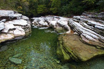 Der Stein unter Wasser von Marko Sarcevic