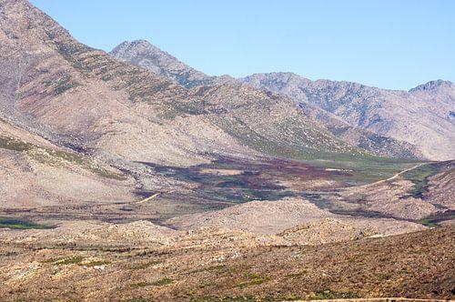 Uitzicht vanaf de Teeberg, Swartbergpas in Zuid-Afrika. van