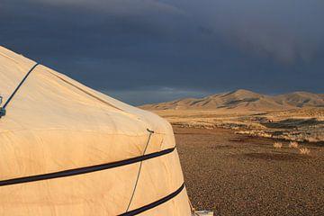 Dunkler Himmel in der Wüste Gobi von Suitcasefullofsmiles
